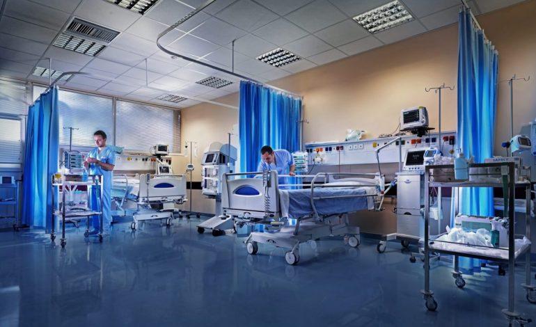 Γεμίζουν οι ΜΕΘ με ασθενείς: Απρίλιο θυμίζει ο αριθμός των θυμάτων και των διασωληνωμένων