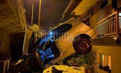 ΒΕΡΟΙΑ : Σοκαριστικό τροχαίο στη Μπαρμπούτα: ΙΧ «προσγειώθηκε» σε αυλή σπιτιού!