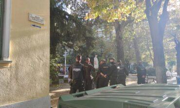 Ρομά διέρρηξαν και αποπειράθηκαν να του κλέψουν το αυτοκίνητο πυροβόλησε στον αέρα και συνελήφθη μαζί με τους διαρρήκτες