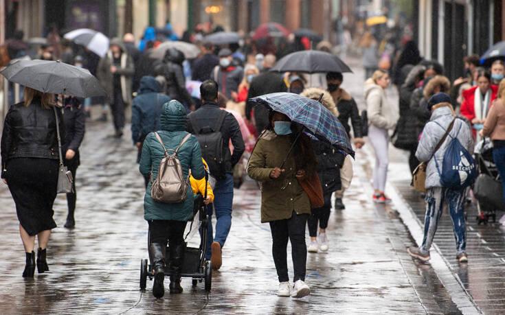 Τρομάζει η εικόνα του κορονοϊού στη Βρετανία: Τα κρούσματα διπλασιάζονται κάθε εννέα μέρες