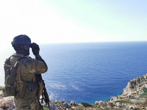Oruc Reis : Πλωτό «τείχος» από το Πολεμικό Ναυτικό μια ανάσα από το Καστελλόριζο