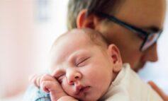 Έρχεται αύξηση της άδειας πατρότητας κατά 12 ημέρες