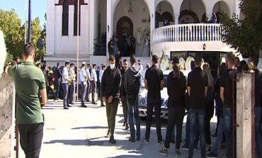 Θρήνος στην κηδεία του 24χρονου αστυνομικού που έχασε τη μάχη μετά από έναν μήνα στην Εντατική
