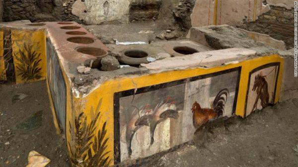 Μεγάλη ανακάλυψη στην Πομπηία: Άθικτο «fast food» κάτω από τις στάχτες