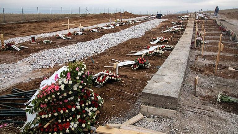Εικόνες που σοκάρουν στη Θεσσαλονίκη: Ανοίγουν τάφους για τα θύματα του κορωνοϊού