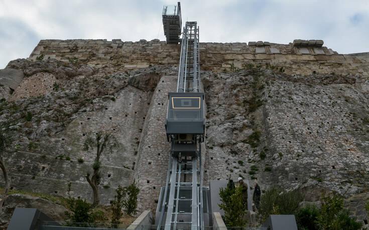Πώς λειτουργεί ο νέος ανελκυστήρας στην Ακρόπολη – Ανεβαίνει σε 32 δευτερόλεπτα