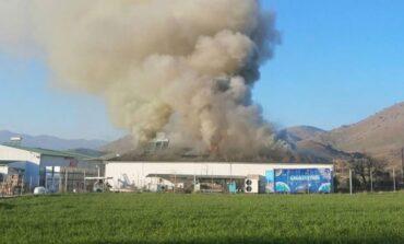 Μεγάλη η καταστροφή από φωτιά στο εργοστάσιο «Υφαντής στα Τρίκαλα