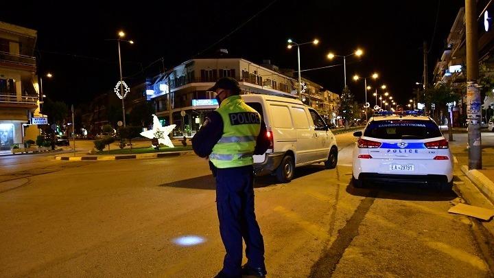 Οκτώ συλλήψεις και 1.668 παραβάσεις των μέτρων κατά του κορονοϊού την παραμονή της Πρωτοχρονιάς
