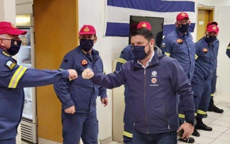 Πρωτοχρονιά στο δρόμο με πυροσβέστες κι αστυνομικούς για το Νίκο Χαρδαλιά