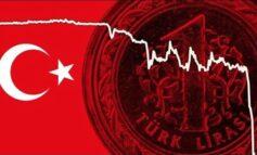 """""""Βουτιά"""" για την τουρκική λίρα - Απώλεσε όλα τα κέρδη του 2021"""