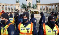 Ουγγαρία: Διαδηλωτές κατά του lockdown βγήκαν στους δρόμους της πρωτεύουσας παρά την απαγόρευση