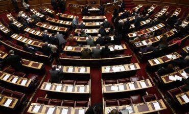 Στη Βουλή οι δικογραφίες για Folli Follie και τηλεοπτικές άδειες