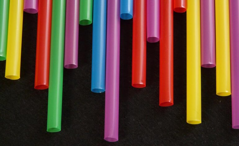 Δημόσιο-ΟΤΑ: Απαγορεύεται από σήμερα να αγοράζουν συγκεκριμένα πλαστικά είδη