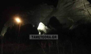 Σεισμός Ελασσόνα : Αποκολλήθηκε βράχος των Μετεώρων και έπεσε κοντά σε σπίτια