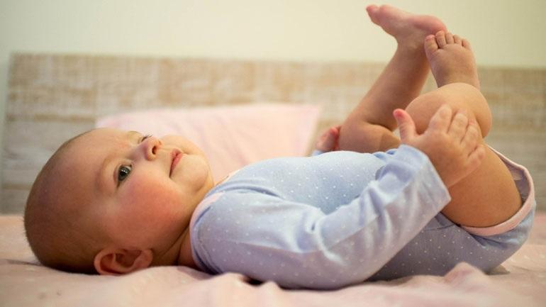 Αντισώματα από τα αντι-Covid-19 εμβόλια περνούν από την εμβολιασμένη μητέρα στο μητρικό γάλα