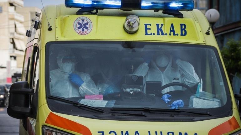 Σύρος: Κατέρρευσε 60χρονος μετά τον εμβολιασμό του – Εσπευσμένα στην Αθήνα με εγκεφαλικό