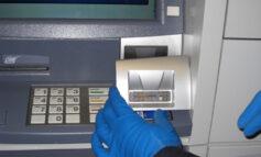 Σπείρα στην Αττική «κλωνοποιούσε» κάρτες παγιδεύοντας ΑΤΜ με μηχανισμούς skimming και κάμερες