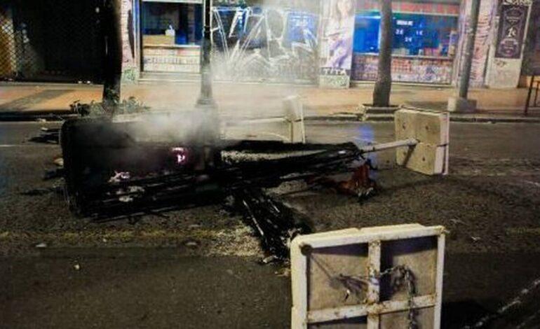 Θεσσαλονίκη: Οπαδοί συγκρούστηκαν μεταξύ τους με τσεκούρια, λοστούς και μολότοφ