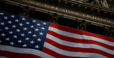 Στα χαμηλά ημέρας το κλείσιμο της Wall Street