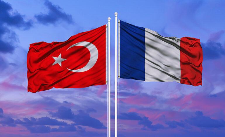 Η Άγκυρα επιτίθεται στο Παρίσι για τις κατηγορίες περί «καταπιεσμένων» μέσων ενημέρωσης