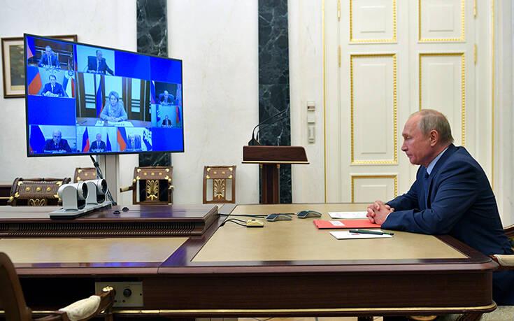 Η Μόσχα απελαύνει 20 τσέχους διπλωμάτες