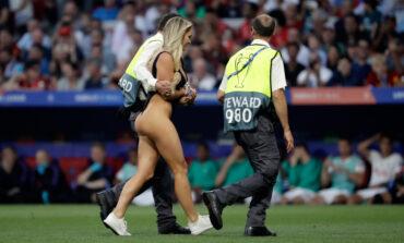 Η όμορφη εισβολέας στον τελικό του Champions League του 2018 «ξαναχτύπησε»