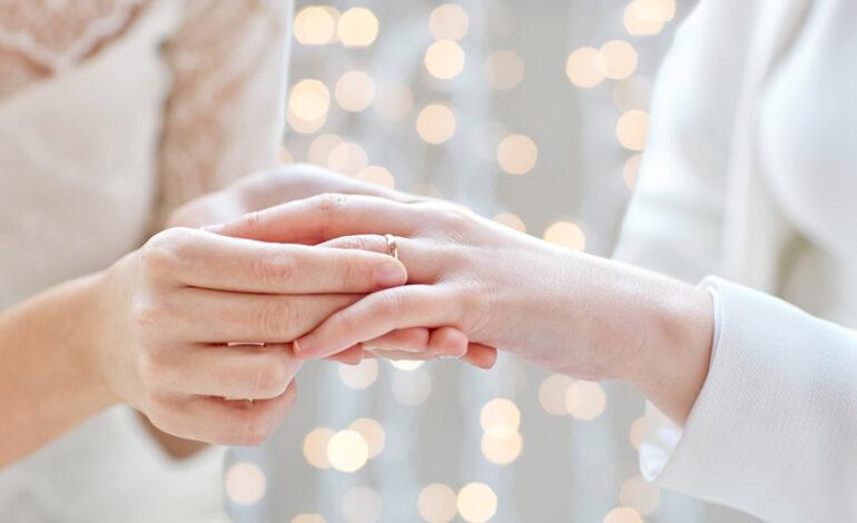 Ο παράξενος γάμος δύο γυναικών που δεν έχουν ερωτική σχέση μεταξύ τους