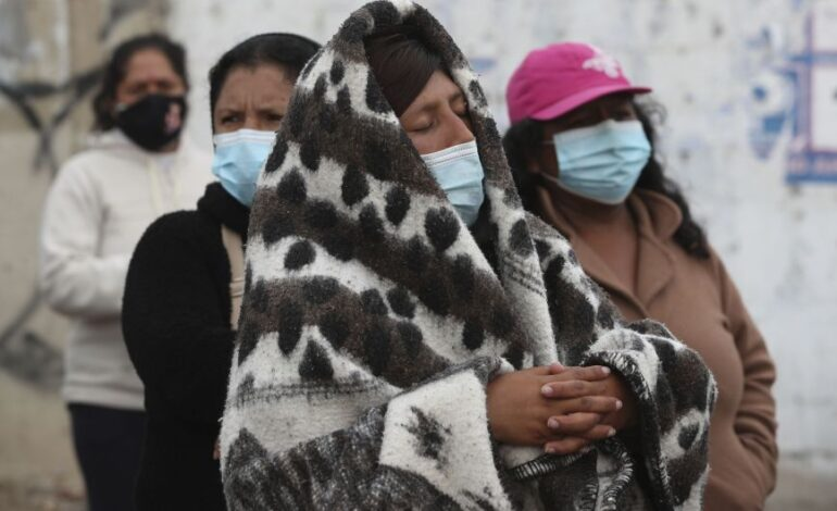 Περού: Υποχρεωτική η χρήση διπλής μάσκας σε εσωτερικούς χώρους καταστημάτων