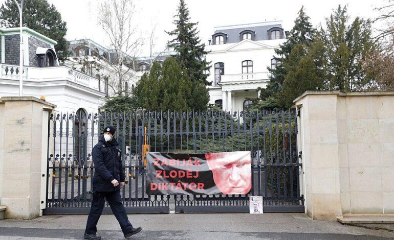Τσεχία: Απέλαση 18 Ρώσων διπλωματών που κατηγορούνται για κατασκοπεία