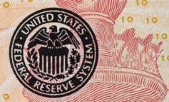Wall: Μεικτή εικόνα στο κλείσιμο με φόντο τα πρακτικά της Fed