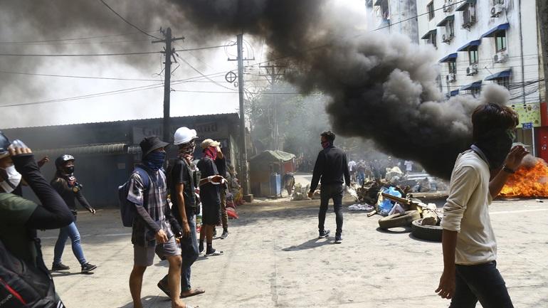 Πραξικόπημα στη Μιανμάρ: Ο ΟΗΕ φοβάται «εμφύλιο πόλεμο» – Η Κίνα αποκλείει τις κυρώσεις