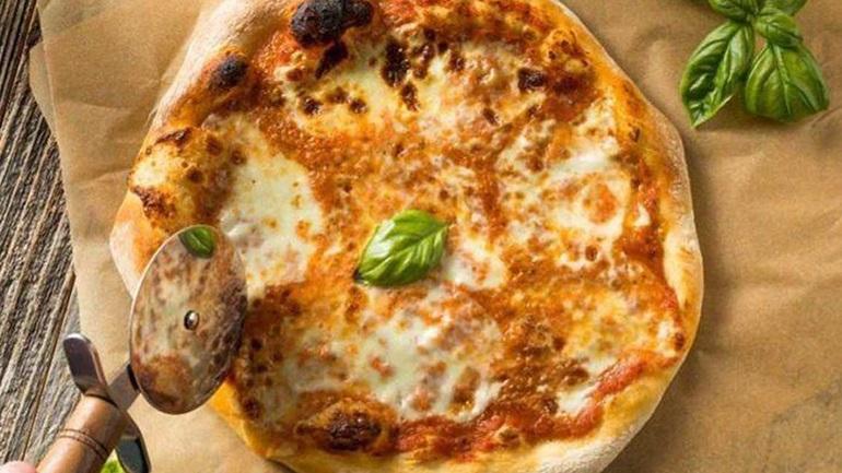 Σικελιάνικη πίτσα του Λάμπρου Βακιάρου σε χρόνο dt