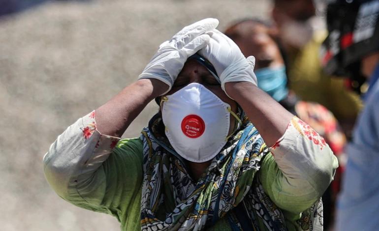 Νέα θλιβερά ρεκόρ στην Ινδία, πάνω από 379.000 κρούσματα κορονοϊού, 3.645 νεκροί σε μία μέρα