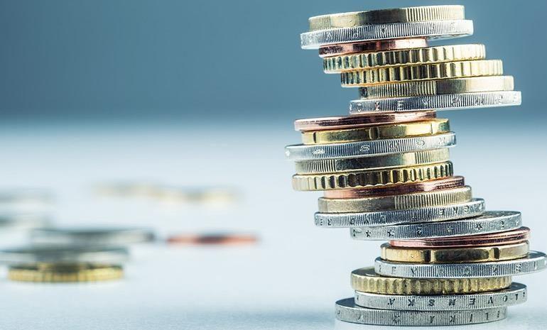 Φοροελαφρύνσεις: Στο 22% ο συντελεστής φορολόγησης – Μειώνεται η προκαταβολή φόρου