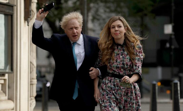 Γαμπρός ο Μπόρις Τζόνσον: Παντρεύεται την Κάρι Σίμοντς το καλοκαίρι του 2022