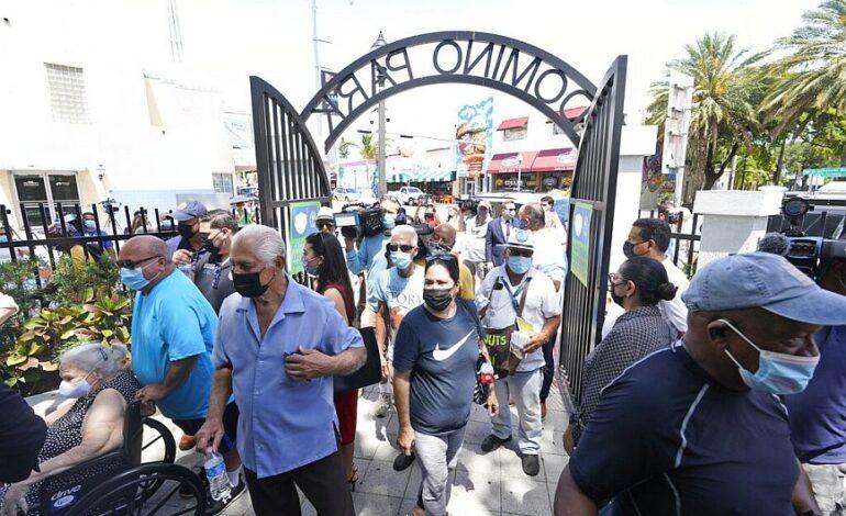 ΗΠΑ: Αίρονται όλοι οι περιορισμοί στη Φλόριντα με απόφαση του κυβερνήτη