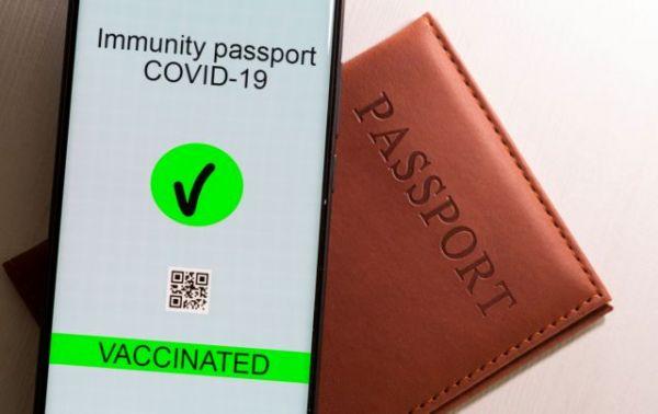 ΗΠΑ: Ο κυβερνήτης της Αλαμπάμα υπέγραψε νομοσχέδιο που απαγορεύει τα διαβατήρια εμβολιασμού