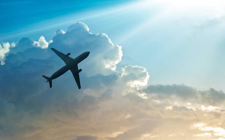 Συναγερμός σε πτήση από τη Σαντορίνη – Έκτακτη προσγείωση στο Βελιγράδι για μηχανική βλάβη