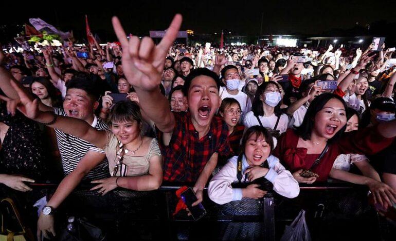 Η Ουχάν επέστρεψε στην κανονικότητα και διοργάνωσε συναυλία με 11.000 θεατές