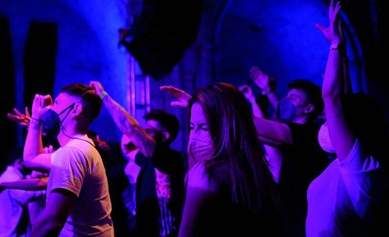 Ισπανία: Επιστροφή στα κλαμπ και τα εστιατόρια με προσωρινό ψηφιακό πάσο στη Χιρόνα