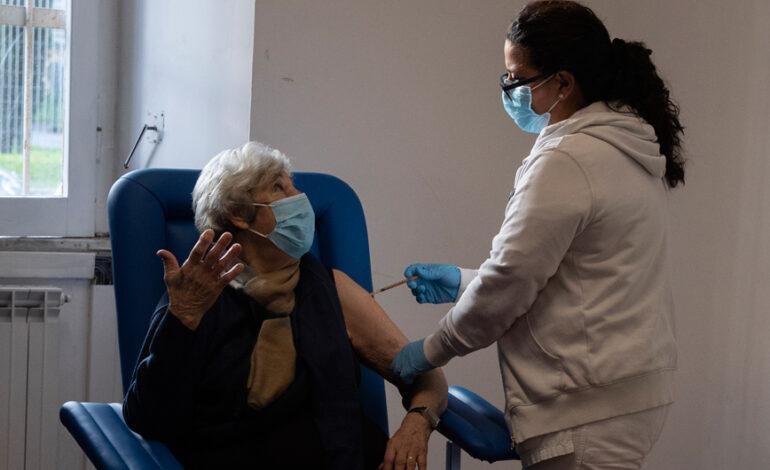 Ιταλία: Έσπασε το «φράγμα» των 20 εκατ. δόσεων εμβολίου