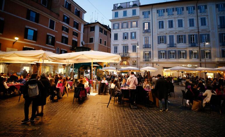 Ιταλία: Πέφτουν καθημερινά τα κρούσματα, λιγότεροι ασθενείς σε ΜΕΘ