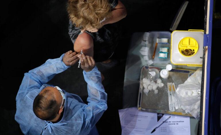 Κορονοϊός: Στη Γαλλία άνοιξε σήμερα ο εμβολιασμός για όλους τους ενήλικες