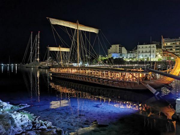 Ο Δήμαρχος Πειραιά Γιάννης Μώραλης επισκέφθηκε την ιστορική τριήρη «Ολυμπιάς» του Πολεμικού Ναυτικο