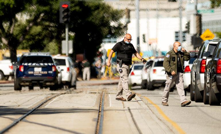Πολλοί οι νεκροί και οι τραυματίες από τους πυροβολισμούς στην Καλιφόρνια