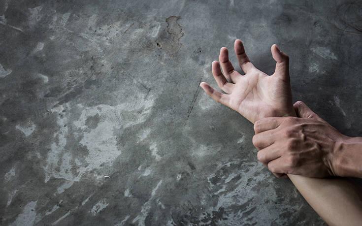 Πατέρας σκότωσε τον «παιδόφιλο» φίλο του – Είδε «βίντεο με τον βιασμό της κόρης του»