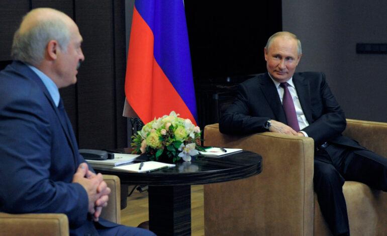 Στήριξη Πούτιν στον Λουκασένκο παρά τις διεθνείς πιέσεις