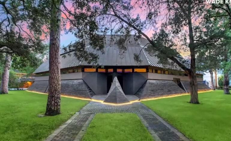 Στο «σφυρί» έναντι 4,3 εκατ. δολαρίων το σπίτι του Darth Vader στο Χιούστον