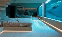 Η εντυπωσιακή κατοικία στην Κηφισιά με τη συγκλονιστική πισίνα στην κρεβατοκάμαρα