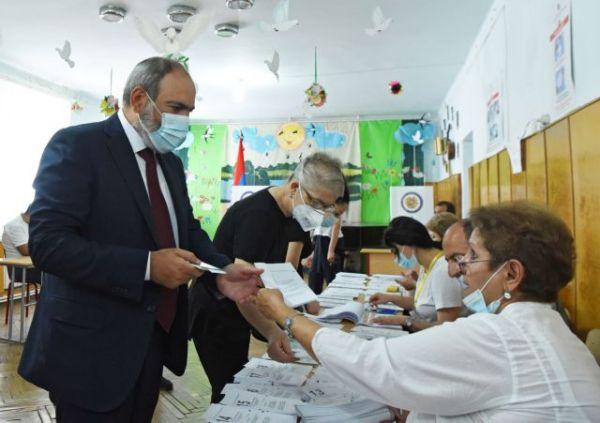Αρμενία: Ο Πασινιάν νικητής των εκλογών – Η αντιπολίτευση καταγγέλλει νοθεία